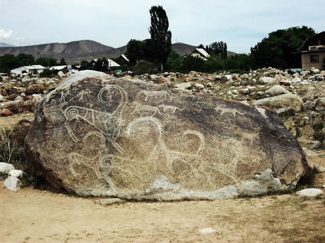 Petroglifos de Cholon-Ata