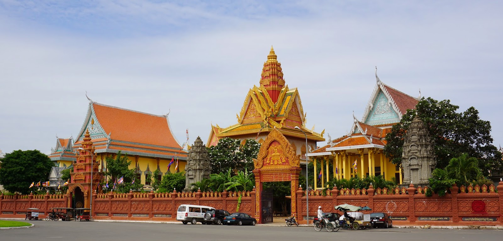 View of Wat Ounalom from the outside