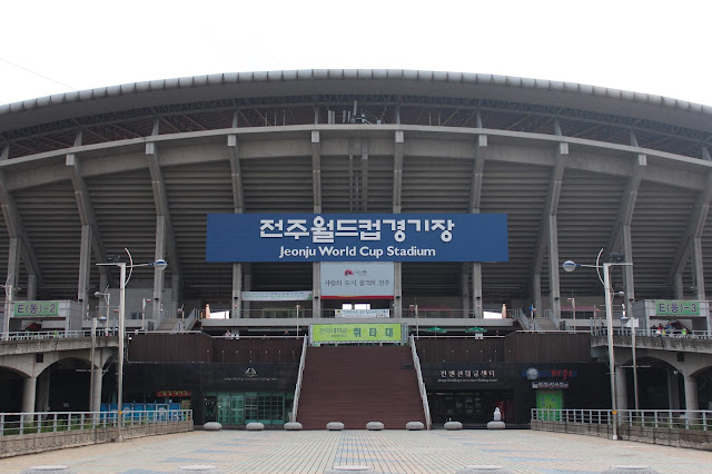 Jeonbuk Hyundai Motors return to the Jeonju World Cup Stadium to face Gangwon FC. Photo by Howard Cheng