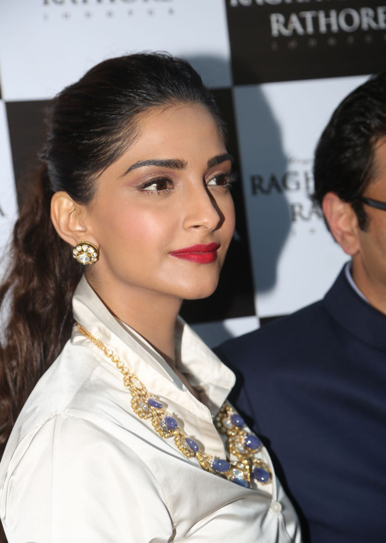 Sonam Kapoor Looks Super Sexy At Raghavendra Rathore Store -8029