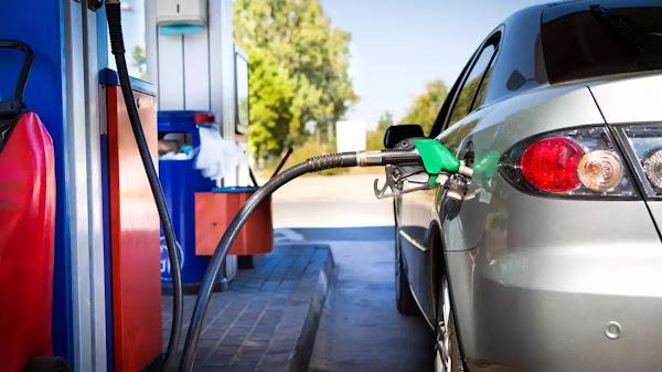 Βενζινοπώλες: Πέρασε στις αντλίες η πτώση τιμών στο πετρέλαιο