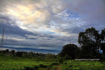 View dari Salabintana ke arah lembah Sukabumi