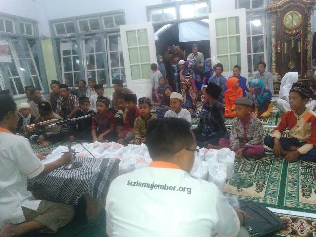 Santunan bagi 30 anak yatim / dhuafa di Masjid At-Taqwa Sanenrejo - Kec. Tempurejo
