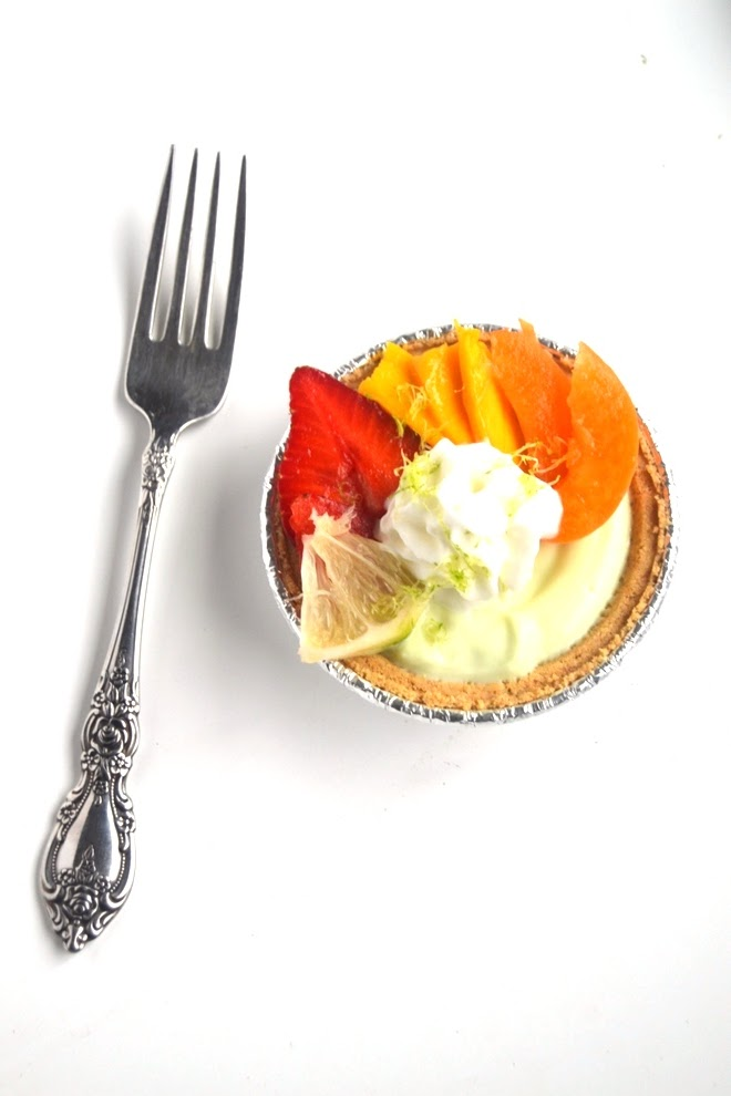Healthy Mini Key Lime Pies take 5 minutes to make and have only 5 ingredients! They make the perfect easy dessert that is light and delicious! www.nutritionistreviews.com