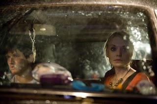 William Ash et Christine Bottomley en voiture dans HUSH en route pour l'enfer de Mark Tonderai, thriller, royaume-uni