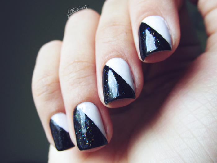 Nail Art preta e branca com glitter