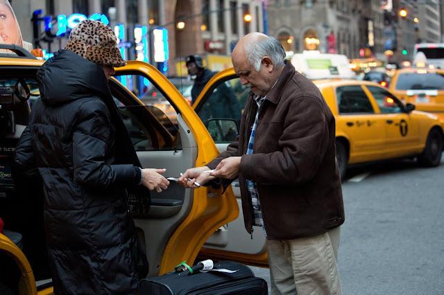 Quanto dar de gorjeta para taxistas em uma viagem para a Califórnia