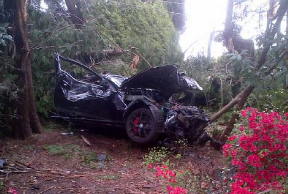Mercedes-Crash-2.jpg