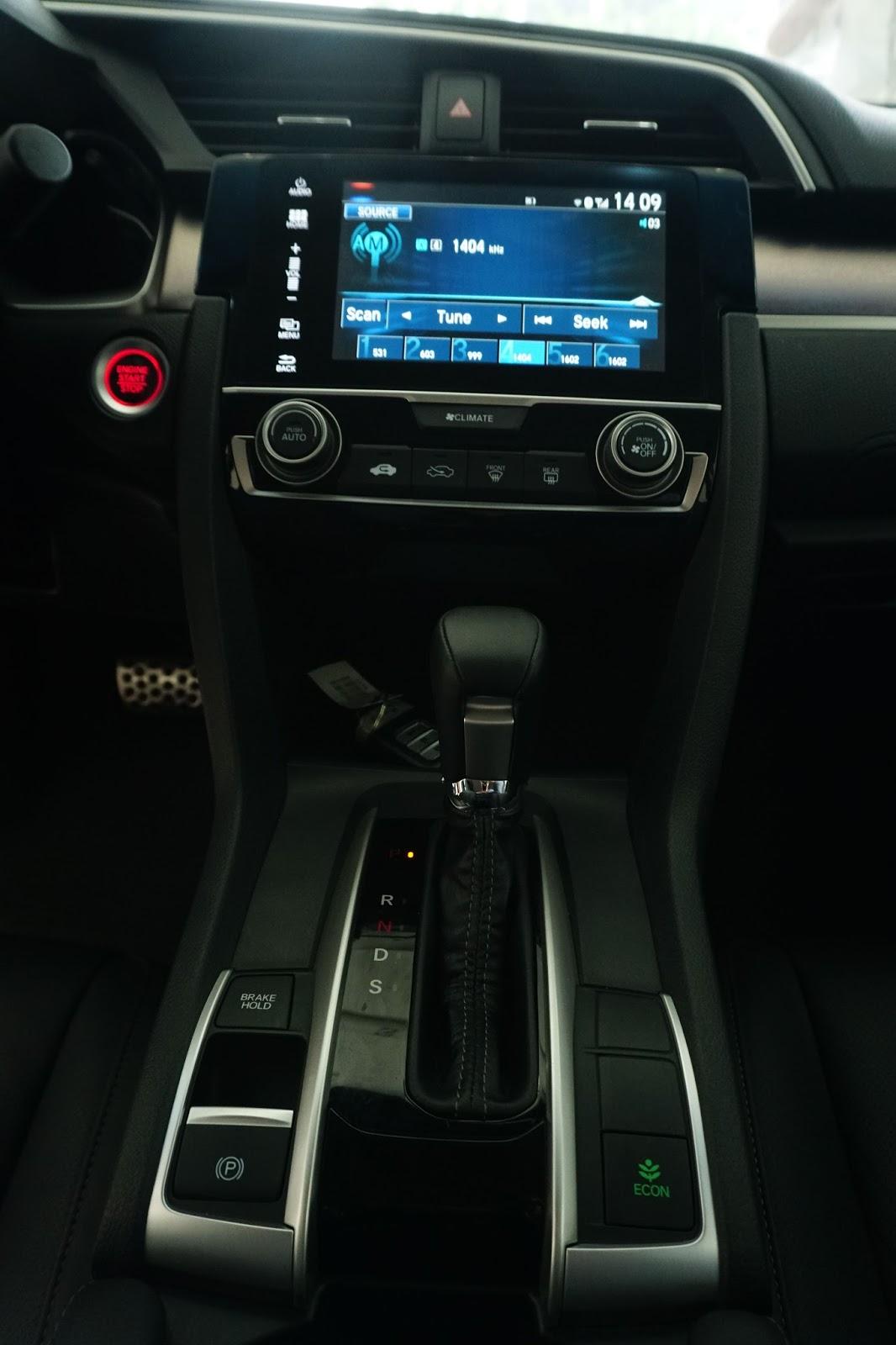Rất nhiều tính năng an toàn, thông minh, giải trí được trang bị trên xe