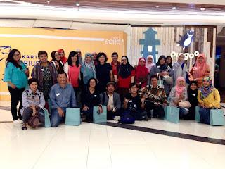 Foto bersama teman-teman BloggerCrony di depan Jakarta Aquarium yang sedang tahap penyelesaian