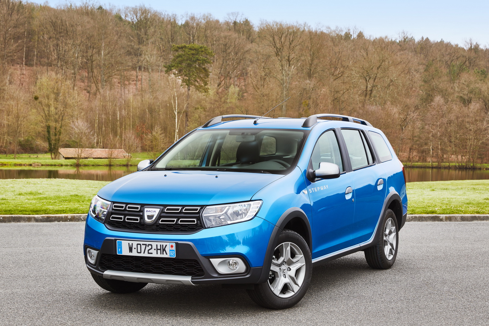 dacia gives logan mcv a lift with new rugged stepway version carscoops. Black Bedroom Furniture Sets. Home Design Ideas