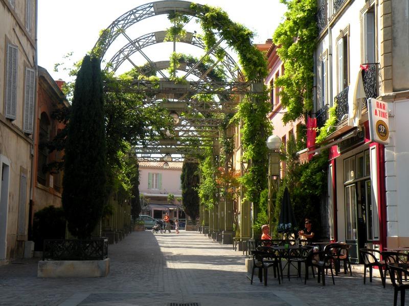 CITYGUIDE LA CIOTAT : Les arcades du Cinéma / Un Week-end à La Ciotat / www.by-laura.fr