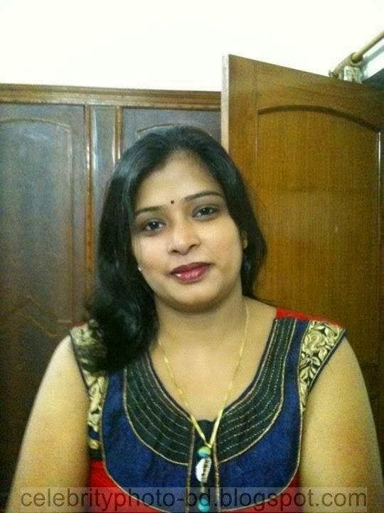Indian bhabhi in sari armpit tease - 2 9