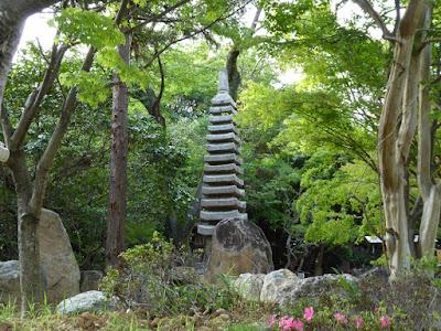 長尾の寺・正俊寺 十三重石塔