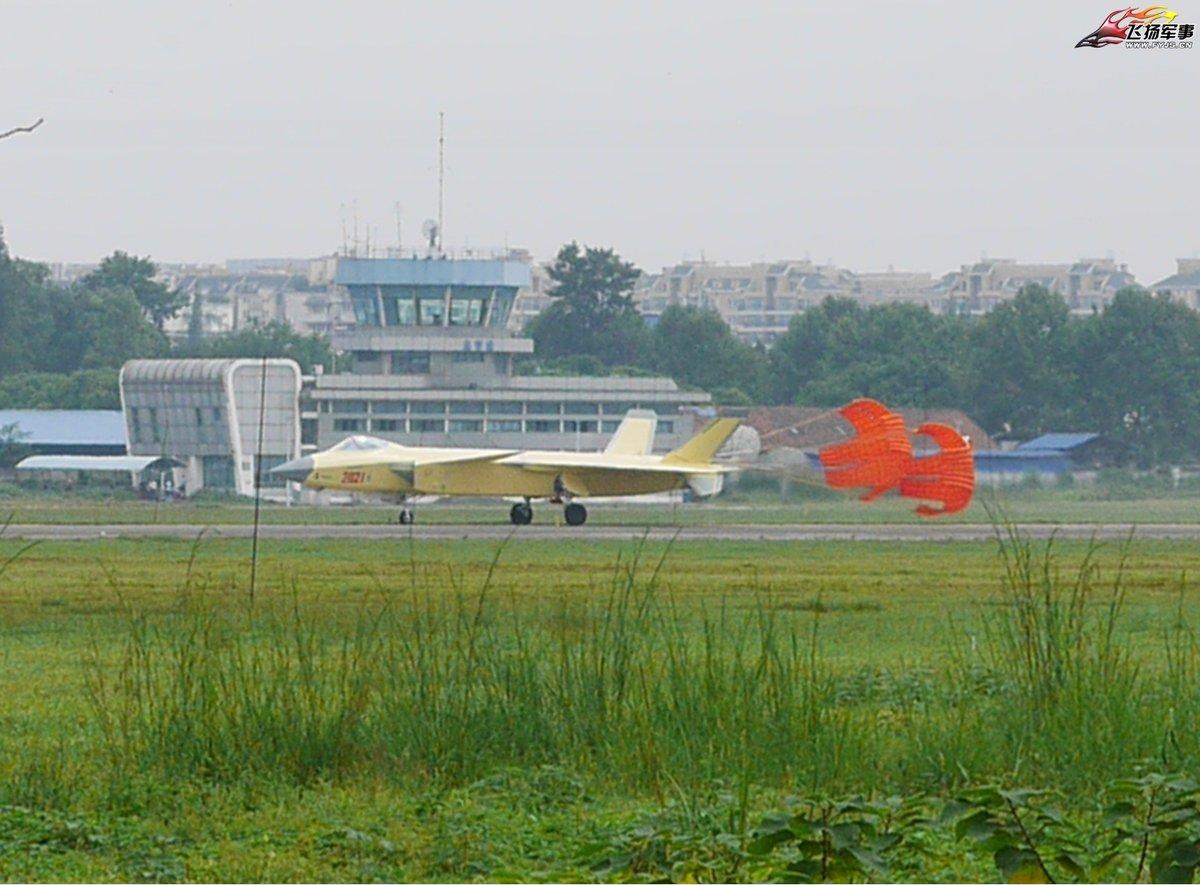 J-20b03.jpg