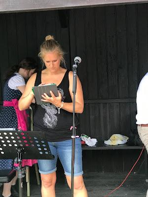 Hochzeitssängerin Iris Adams, Pink travel themed wedding - Reise ins Glück Hochzeitsmotto im Riessersee Hotel Garmisch-Partenkirchen, Bayern Sommerhochzeit im Seehaus in den Bergen, Hochzeitsplanerin Uschi Glas