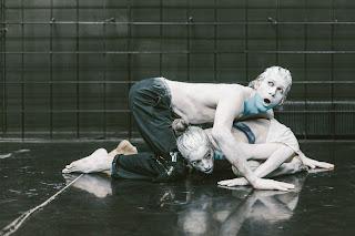 """""""Χελώνες"""" της Σάσας Νάτση, σε σκηνοθεσία Κωνσταντίνου Παυλίδη."""
