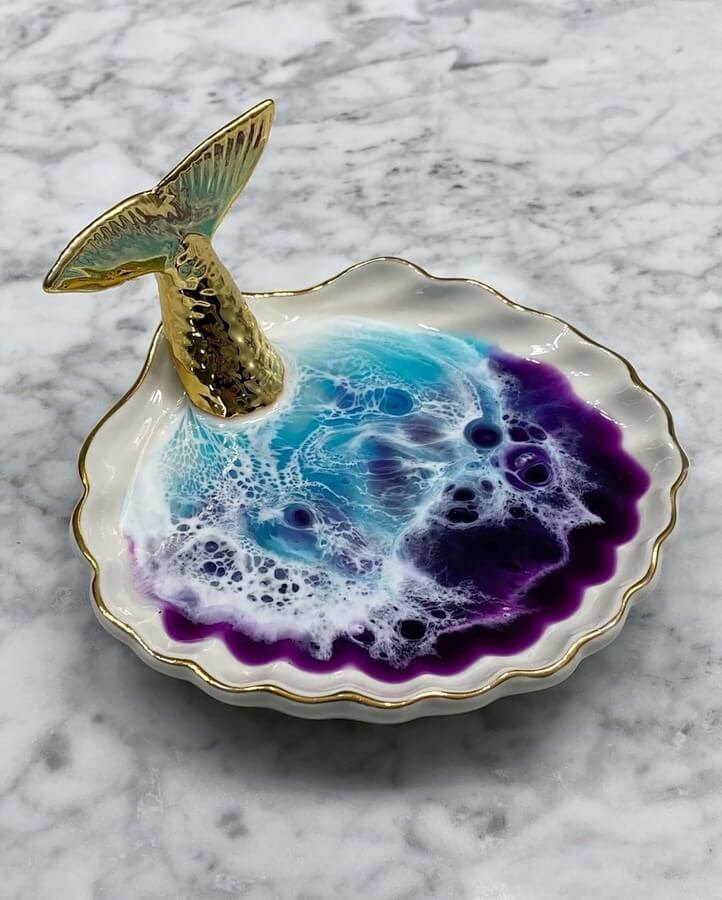 05-Soap-Dish-Rivka-Wilkins-Realistic-Ocean-Resin-Paintings-www-designstack-co