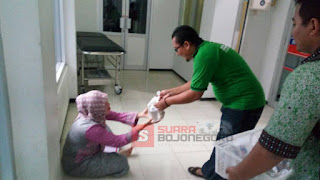 Ringankan Beban Penunggu Pasien Rumah Sakit,  HMI-KAHMI Bojonegoro Bagi Takjil
