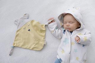 https://alvaforkids.com/es/camisetas-y-sudaderas/3862-sudadera-bebe-capucha-estrellas-pastel.html