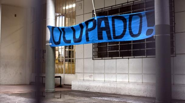 Um jovem morreu num dos estabelecimentos de ensino invadidos do Paraná, a Escola Santa Felicidade, de Curitiba