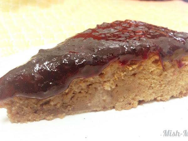 Шоколадов сладкиш със сладко от боровинки