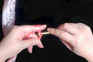 鈎針と糸の持ち方, How to hold a chrochet needle and thread, 钩针和勾线的拿法,