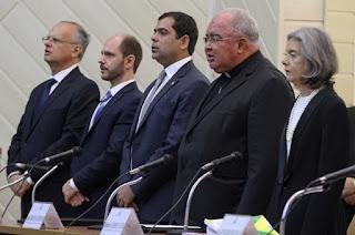 http://www.vnoticia.com.br/noticia/1640-bruno-dauaire-representa-alerj-em-encontro-com-presidente-do-stf