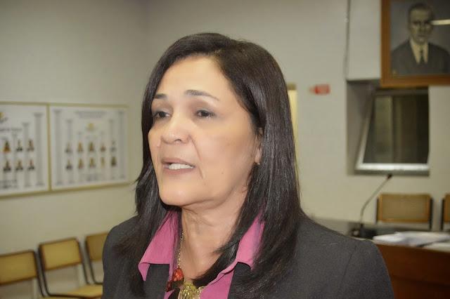 http://www.blogdofelipeandrade.com.br/2016/05/olga-sena-falta-lideranca-ate-para.html