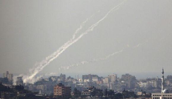 http://2.bp.blogspot.com/-WPK1qycnKZQ/UKu32dPPEgI/AAAAAAAAKHc/7Mg7pxPONvk/s1600/peluncuran_roket_di_gaza.jpg