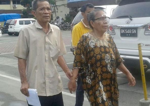Eddi Sinaga (75) dan Istrinya Borusia Purba (70)