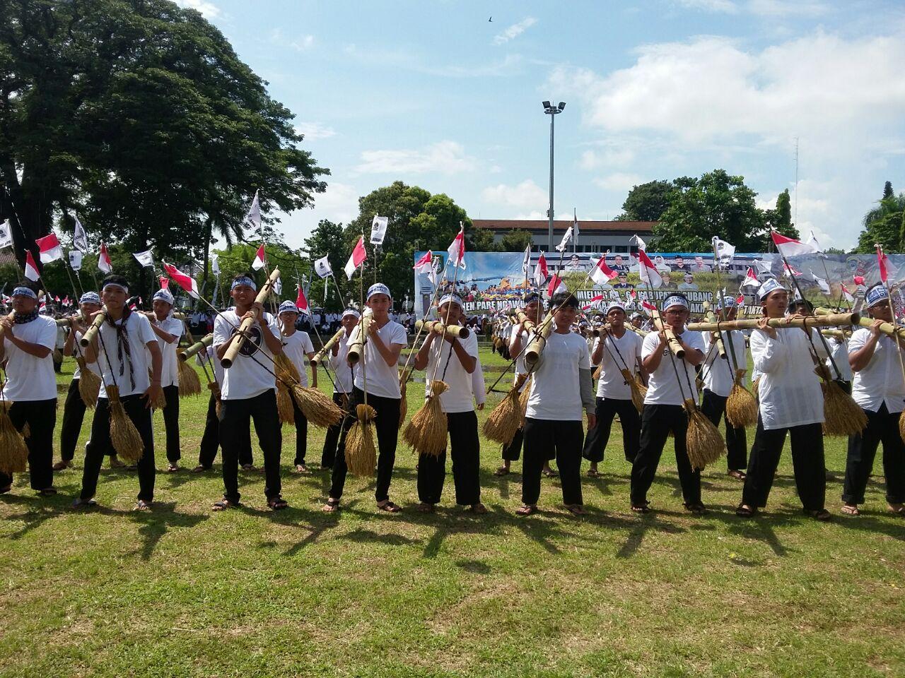 Rekor Muri seni rangkong Smansa Subang