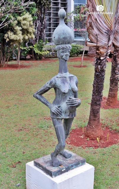 Close-up da Escultura Baiana Grávida - Alesp - Paraíso - São Paulo