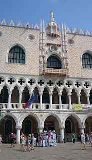 Entrada para visitar el Palacio Ducal.
