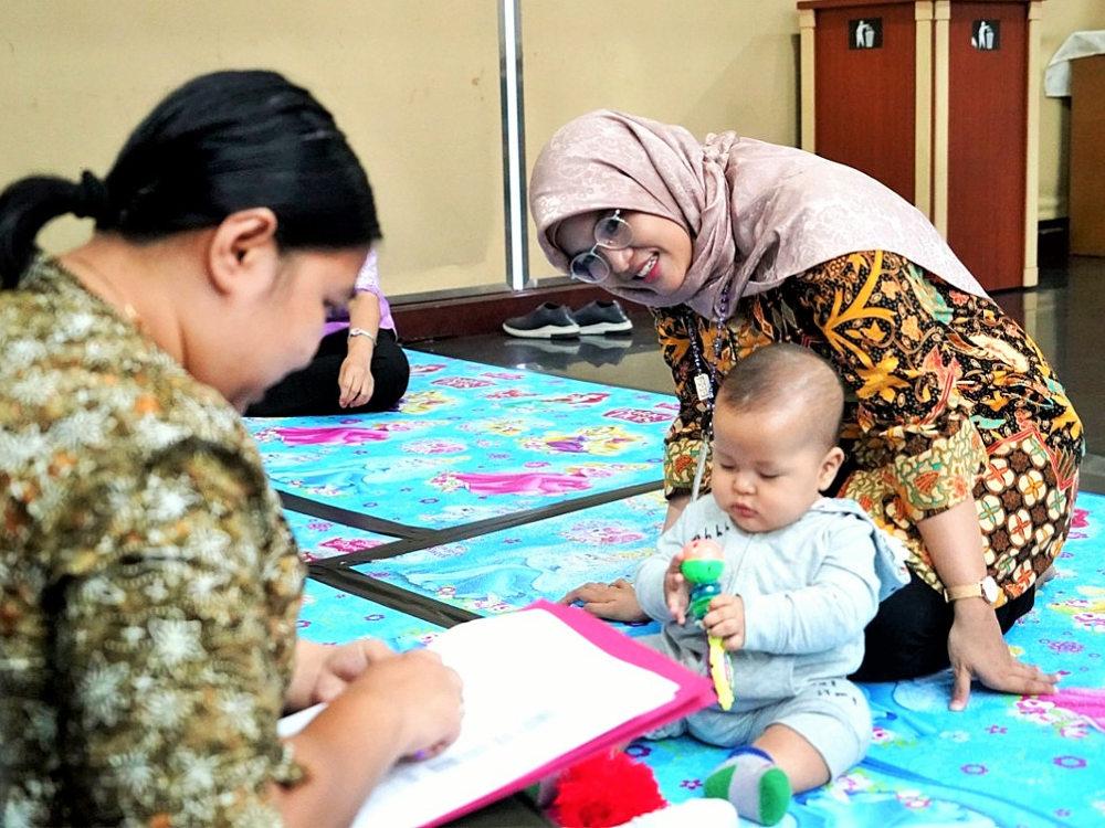 Pendataan dan pemeriksaan bayi