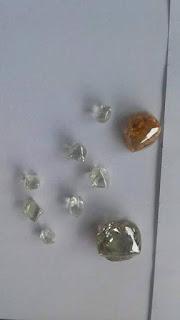 Diamantes brutos encontrados no Mato Grosso - BRASIL