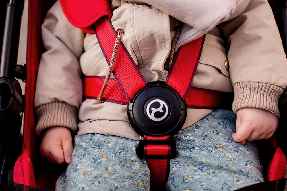 bezpieczny wózek spacerowy
