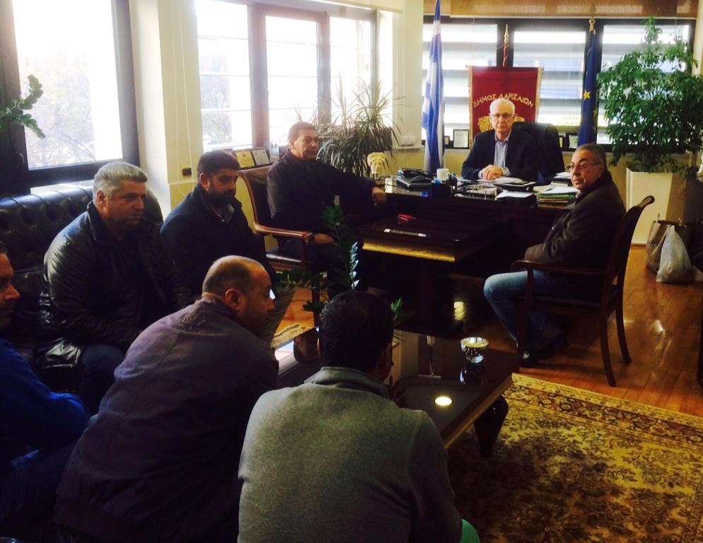 Με εκπροσώπους συλλόγων Ρομά της Νέας Σμύρνης συναντήθηκε ο Δήμαρχος Λαρισαίων