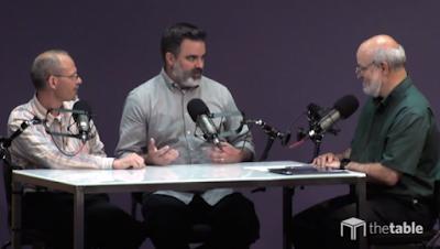 de la stânga spre dreapta: Michael Svigel, Barry Jones și Darrel Book de la Dallas Theological Seminary discută dacă creștinii ar trebui să frecventeze biserica online sau nu - imaginea preluată de pe christianpost.com