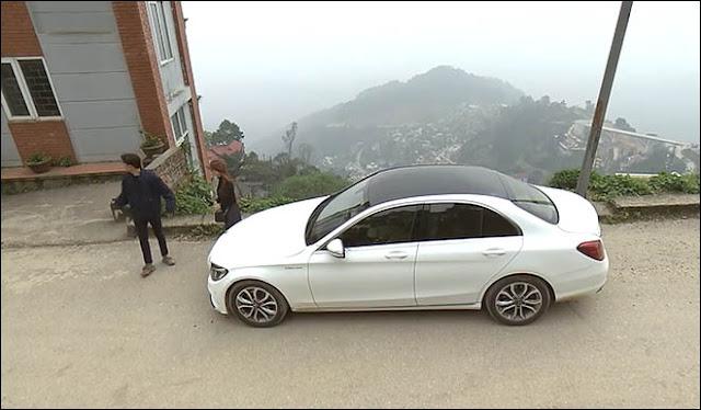 Trong phim Quốc Trường sở hữu chiếc Mercedes-Benz C200 độ