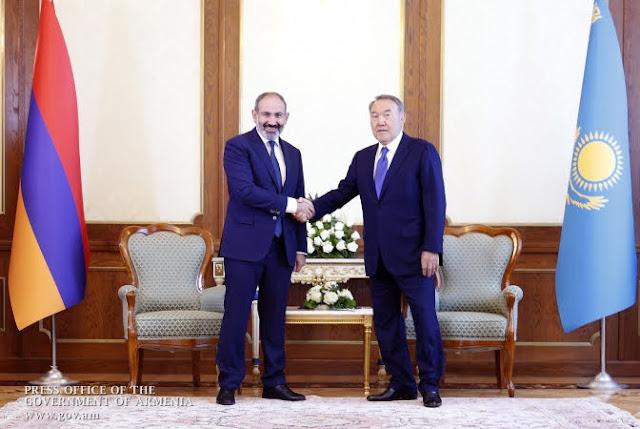 Renuncia el presidente kazajo Nazarbayev