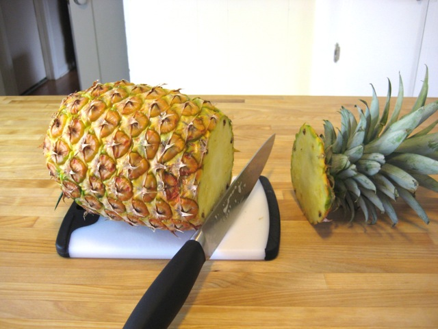 juice recipe: cut pineapple