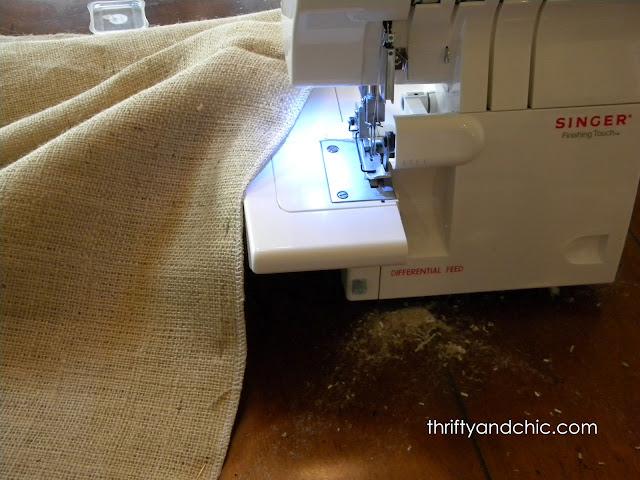 缝纫粗麻布窗帘