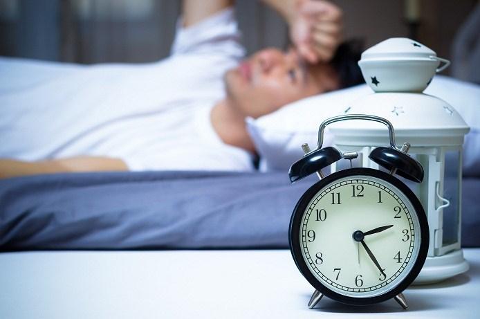 Tại sao bạn luôn thấy khó ngủ mỗi khi phải ngủ lại ở những nơi xa lạ