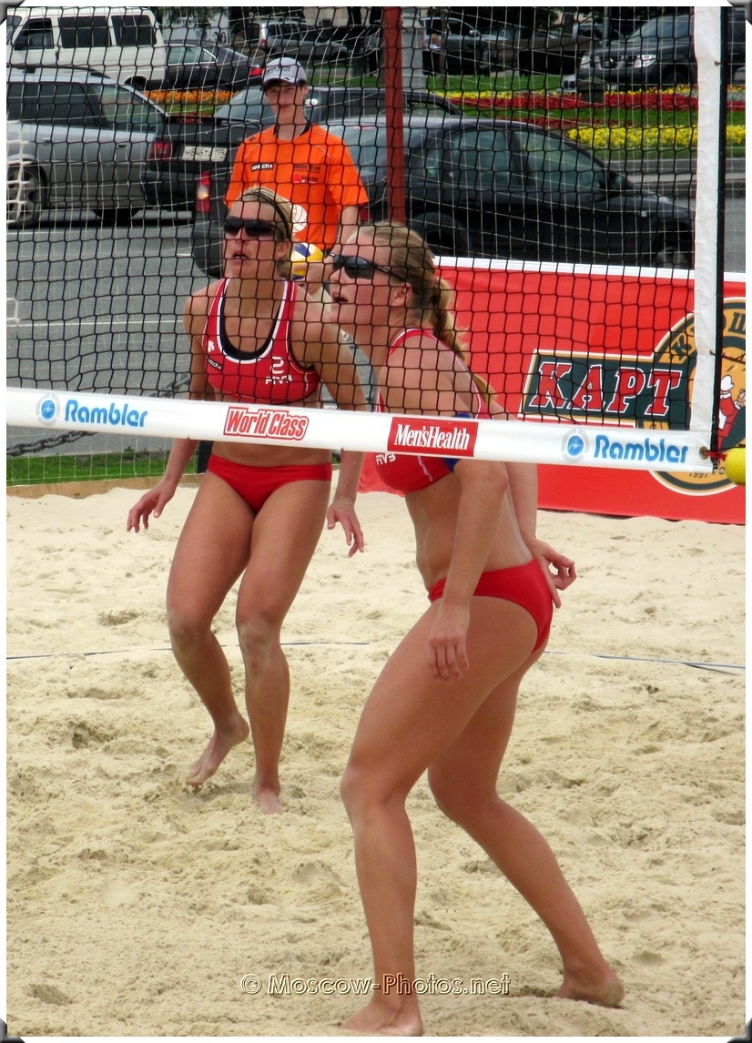 Beach volleyball - attention to the opponent