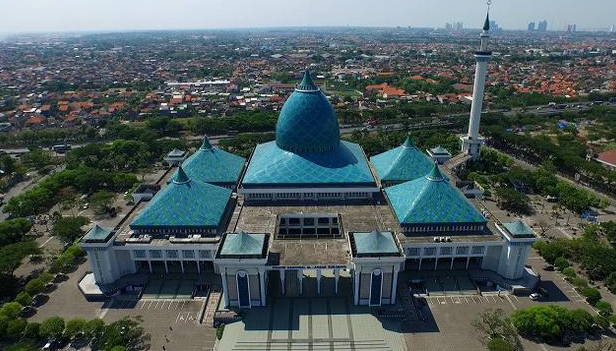 Masjid Terbesar di Indonesia yang keempat Masjid Agung Surabaya