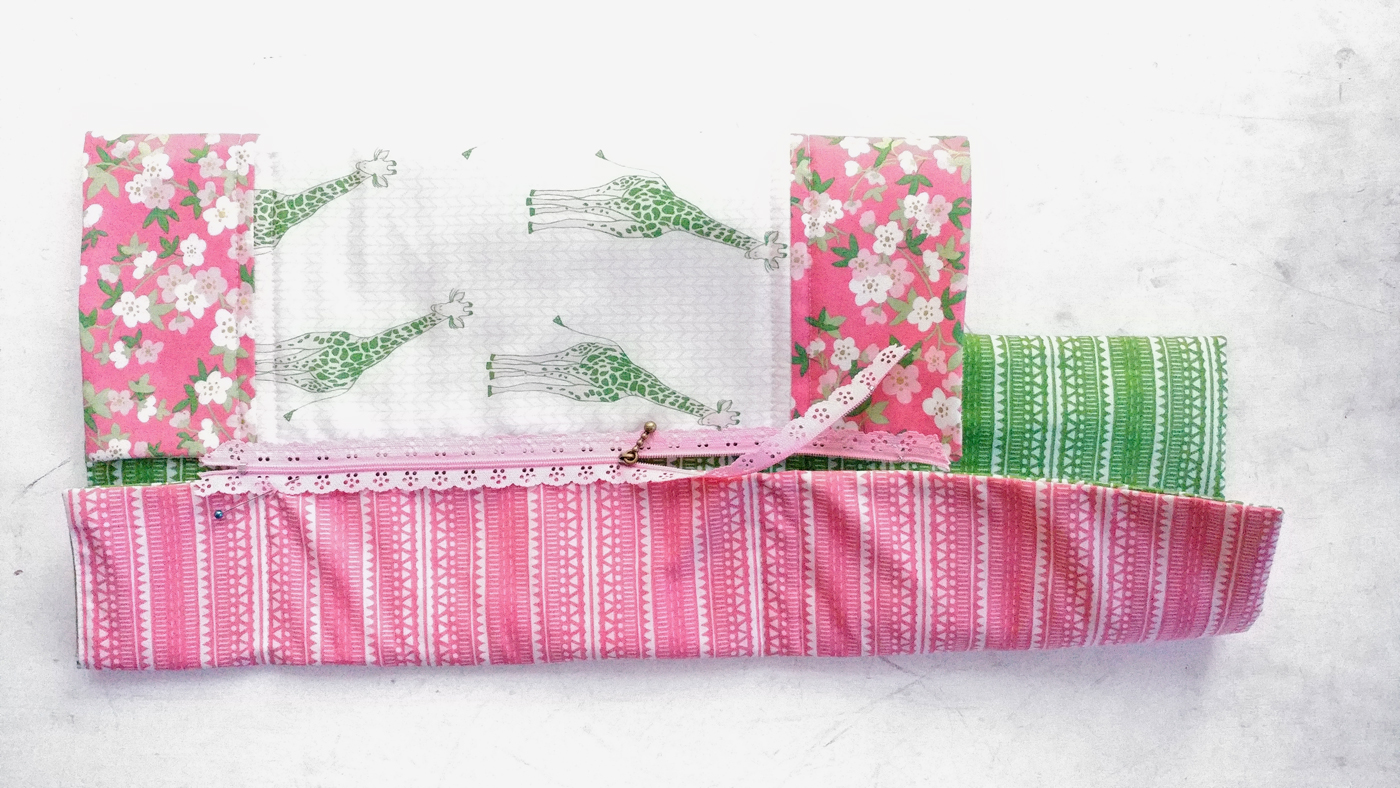 Exposed lace zipper sleeping bag tutorial   amerooniedesigns com