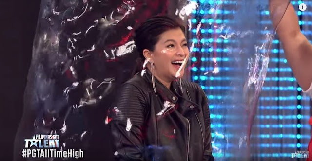 Angel Locsin Felt Like A Child Again AFter This Bubble Maker Allowed Her To Experience What It's Like To Be Inside A Bubble!