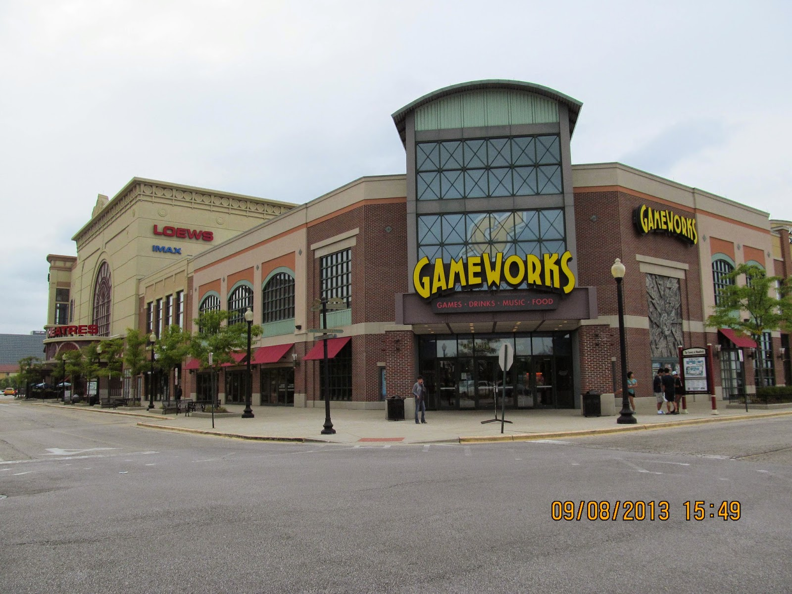 trip to the mall the streets of woodfield schaumburg il. Black Bedroom Furniture Sets. Home Design Ideas