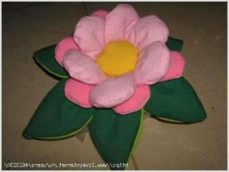 Цветы из фетра, флиса и ткани. Flowers of felt, fleece and fabric.
